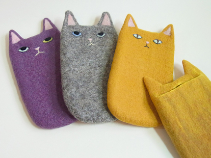 丸の内猫スマホ.jpg